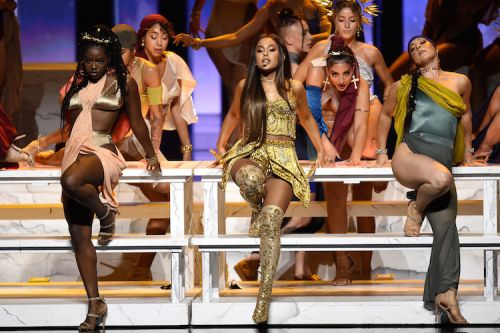 Ariana Grande Brought out Her Mom and Nonna During Her VMAs Performance and We're So Emotional