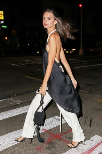 Emily Ratajkowski Wore the New It Bag Fashion Insiders Are Coveting