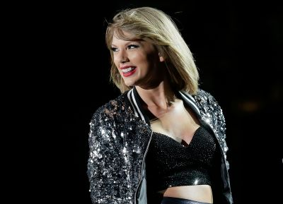 "Here's Why Taylor Swift's Fandom Is Convinced ""Timeless"" Will Be Her Next Single!"