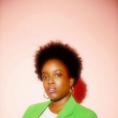 Shrill's Lolly Adefope Has Some Advice for the Plus-Size Fashion Industry