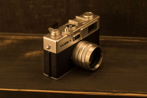 Yashica's Revived Y35 Camera Receives Flood of Negative Reviews