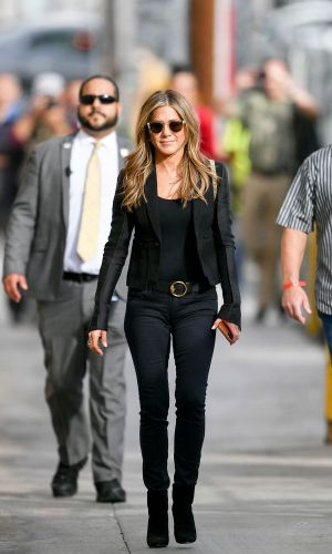 """Jennifer Aniston, Lopez, and Lawrence Rely on These """"Basic"""" Skinny Jean Outfits"""