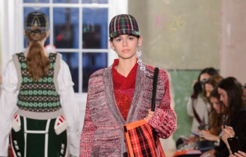 See Every Look From Burberry's September 2017 Collection