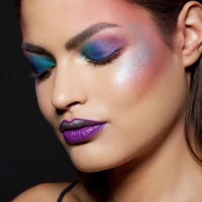 Celebrating NYC Pride with this rainbow inspired look using City