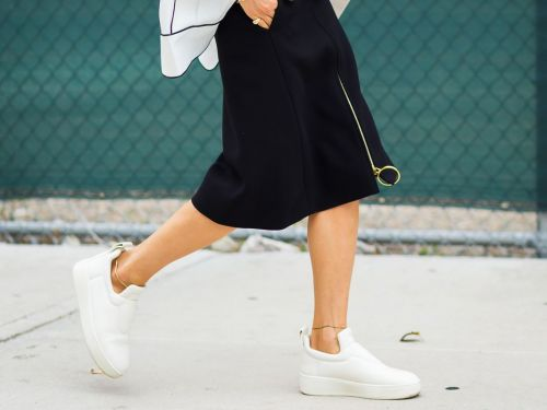 16 Cool Minimalist Sneakers to Add to Your Summer Wardrobe