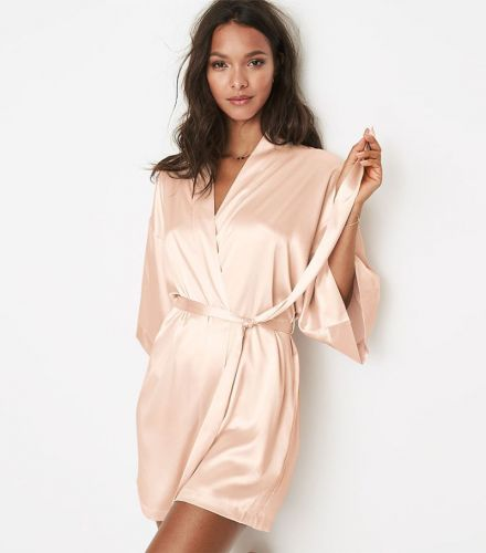 15 Bride and Bridesmaid Robes for a Stylish Wedding Day