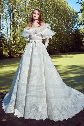 23 Unconventional Wedding Dress Styles That Are Pure Eye Candy