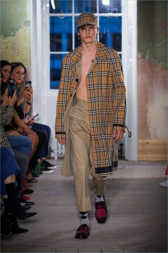 Burberry Courts the Street Style Crowd with Fall '17 Collection