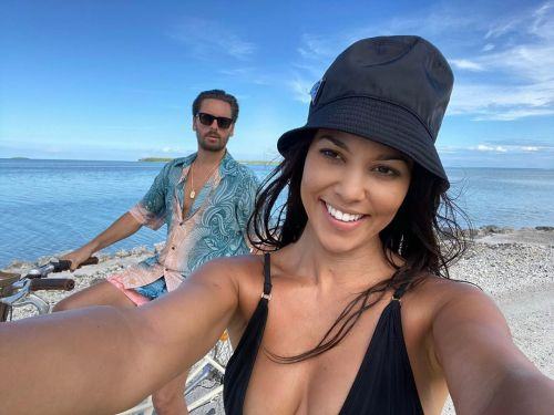 Kourtney Kardashian Comments on Scott Disick's Beach Photo After Cute Vacation Selfies in Tahiti