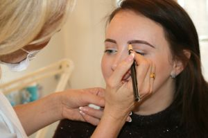 DON'T SETTLE FOR BEING SELF-CONSCIOUS: GETTING SEMI-PERM BROWS WITH KAREN BETTS