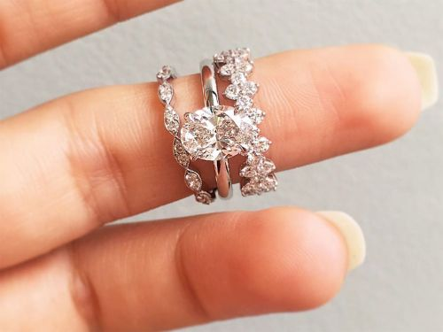 This Wildly Popular Engagement Ring Trend Is Cooling Off