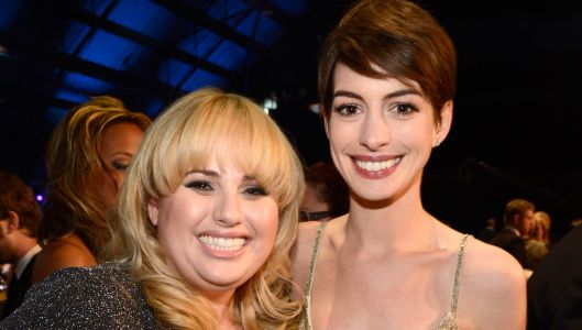 Anne Hathaway Teaches Rebel Wilson How to Become a Con Artist in 'The Hustle' - Watch the Trailer