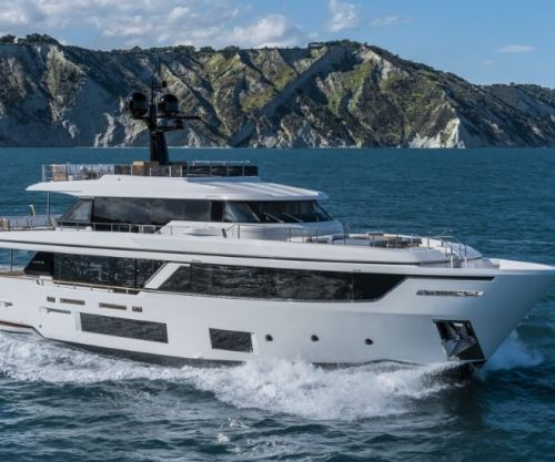 Custom Line Navetta 30: Nautical Style