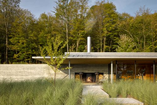 Quebec's Pool House Brings a Modern Touch to the Mountains