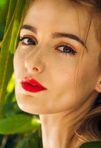 How To Use Face Oils For A Dewy Makeup Look