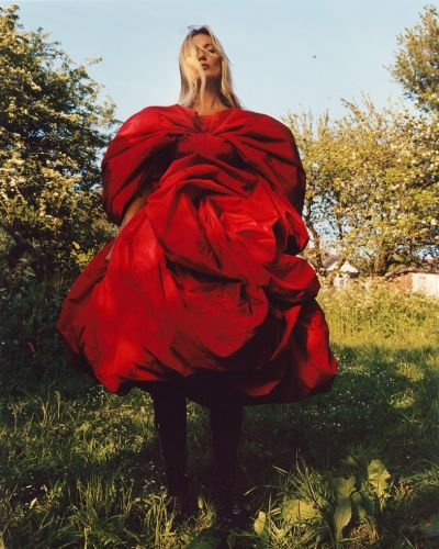 Jamie Hawkesworth lenses Kate Moss for the new Alexander McQueen campaign