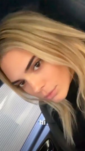 Kendall Jenner Just Casually Debuted Blonde Hair on the Burberry Runway