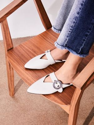 9 Must-Have Shoes and Accessories for Fall