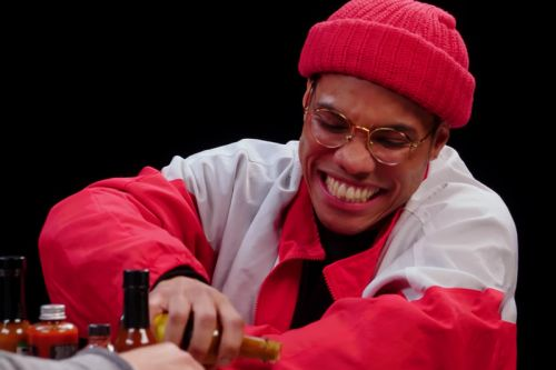 "Anderson .Paak Talks About his ""Trainwreck"" Opening Show for Beyonce on 'Hot Wings'"