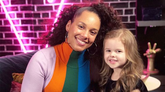 'The Voice' Alum Dave Crosby's Adorable Daughter Claire Bear Returns to the Show!