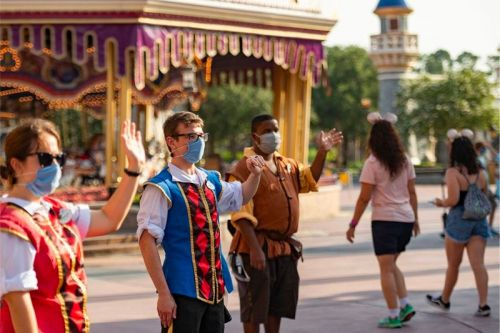 """Disney Theme Parks Will Finally Allow Employees To Have Tattoos and """"Gender Inclusive"""" Hairstyles"""