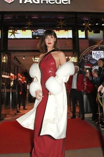 Bella Hadid Just Wore the Christmas Outfit to End All Christmas