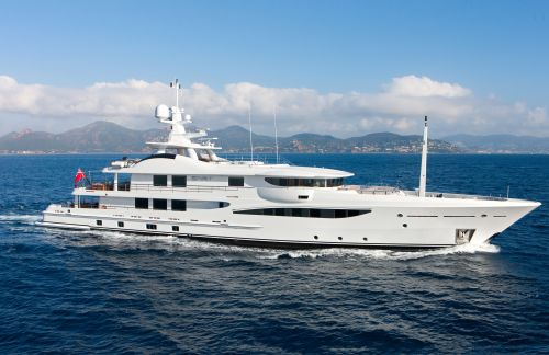 Seven Amazing Yachts to Charter for Christmas and New Year