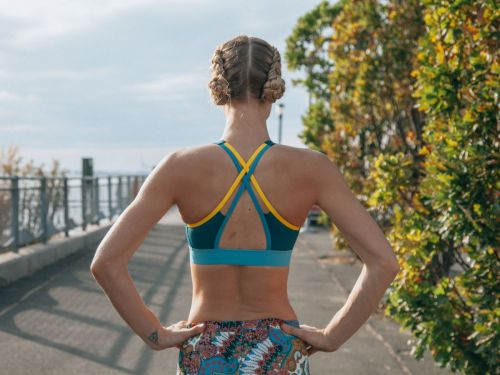 How This Model-Meets-Marathon-Runner Literally Stays On Track
