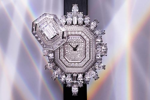 This watch comes with 400 diamonds