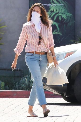 Cindy Crawford Wore Skinny Jeans With Sensational Nordstrom Reviews