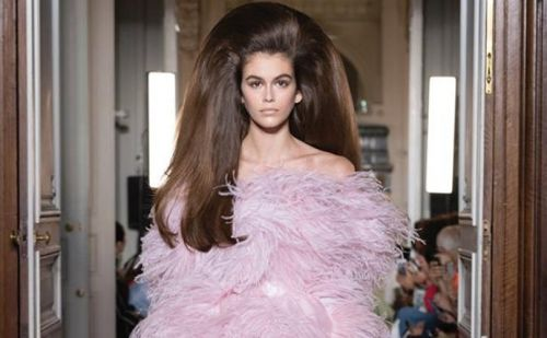 Valentino closes haute couture to standing ovation