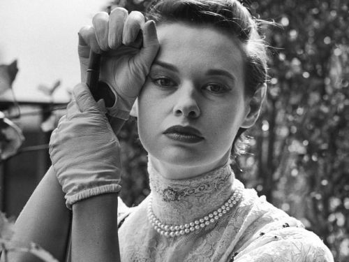 Fashion Mogul Gloria Vanderbilt Has Died