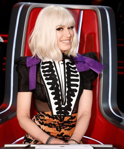 Gwen Stefani Is Totally Unrecognizable With A Blunt Bob & Bangs