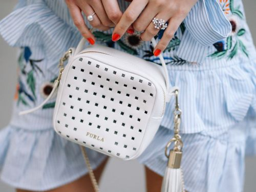 Move Over Ring Finger, Thumbs Are The New Accent Nails