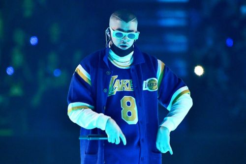 """Bad Bunny Honors Kobe Bryant With New Song """"6 Rings"""""""