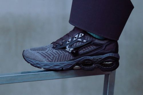 Mizuno Readies the Wave Creation WAVEKNIT for Fall With New Black & Grey Colorway