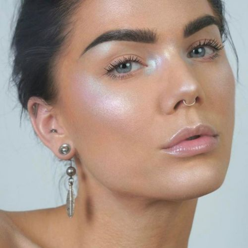 How To Use Holographic Makeup For A Glow That's Out Of This World