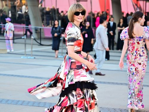 Anna Wintour Says She Loves This Controversial Shoe Trend