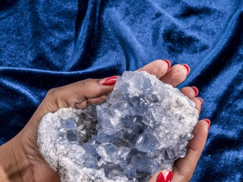 5 Wedding-Friendly Crystals (Because There's Nothing Like A High-Vibe Centerpiece)