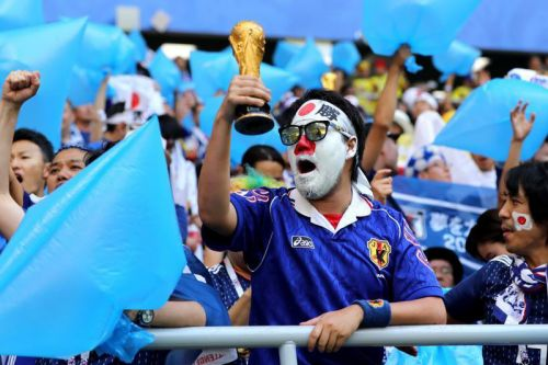 Japanese Soccer Fans' Clean-Up Manners Rubbing off on Other Countries at World Cup