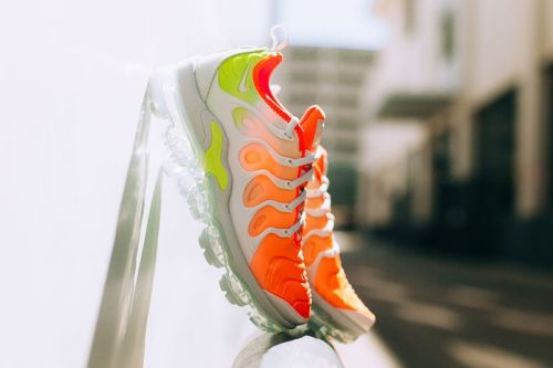 "Nike Air VaporMax Plus Adorned With ""Reverse Sunset"" Colorway"