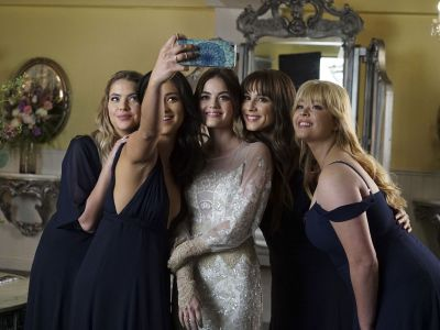 The Pretty Little Liars Cast Is As Emotional About The Finale As You