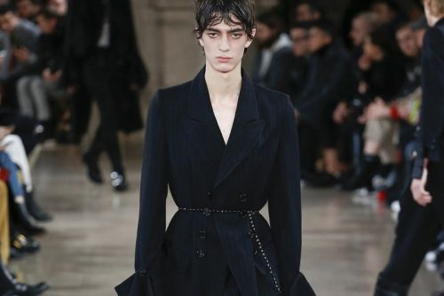 Ann Demeulemeester Issues Romanticized Luxury for Fall/Winter 2018