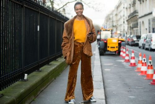 See what the models are wearing off duty during Paris Couture Week - Updating