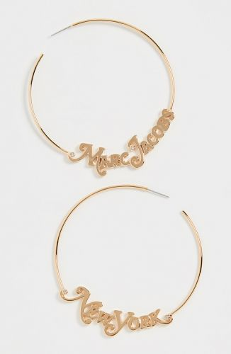 Word and Name Jewelry Is Having a Moment, Because Carrie Bradshaw Is a Forever Fashion Icon