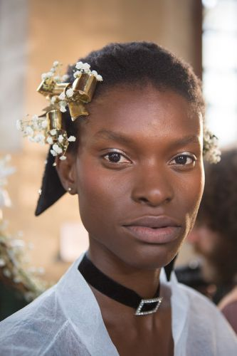 36 Pretty Prom Hairstyles to Copy From the Runway
