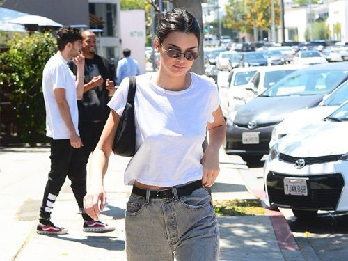 Kendall Jenner Is Making This '90s Bag Popular Again