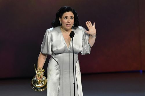 People are freaking over Alex Borstein's braless Emmy speech