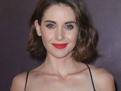 Alison Brie Had To Warn Her Dad About GLOW's Sex Scenes