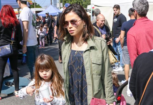 Jenna Dewan and Daughter Everly Step Out for a Fun Day at the Farmer's Market